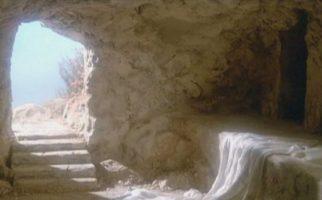 """""""Ja jestem zmartwychwstaniem i życiem. Kto we Mnie wierzy, choćby i umarł, żyć będzie."""" J 11, 25"""