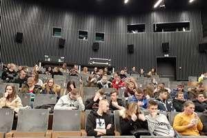 Wyjazd młodzieży do kina Millenium w Tarnowie