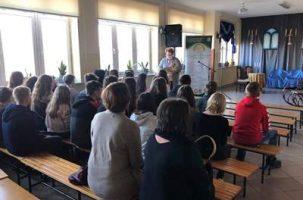 Wizyta uczniów klas ósmych u mistrza Paderewskiego